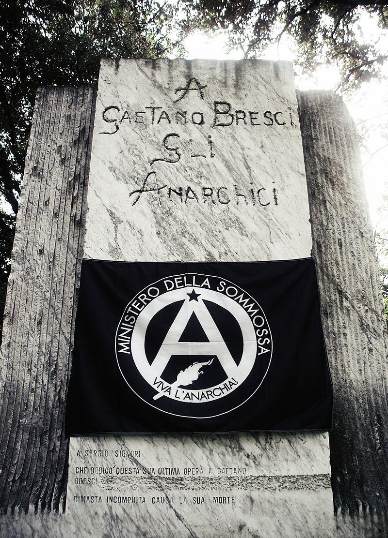 Monumento_Bresci